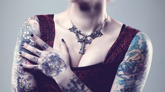 cropped-woman-tattoo-necklace.jpg